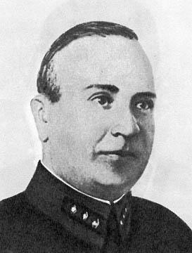 Авиновицкий Я.Л. (корпусной коммисар) с 1925 года первый начальник химических курсов усовершенствова